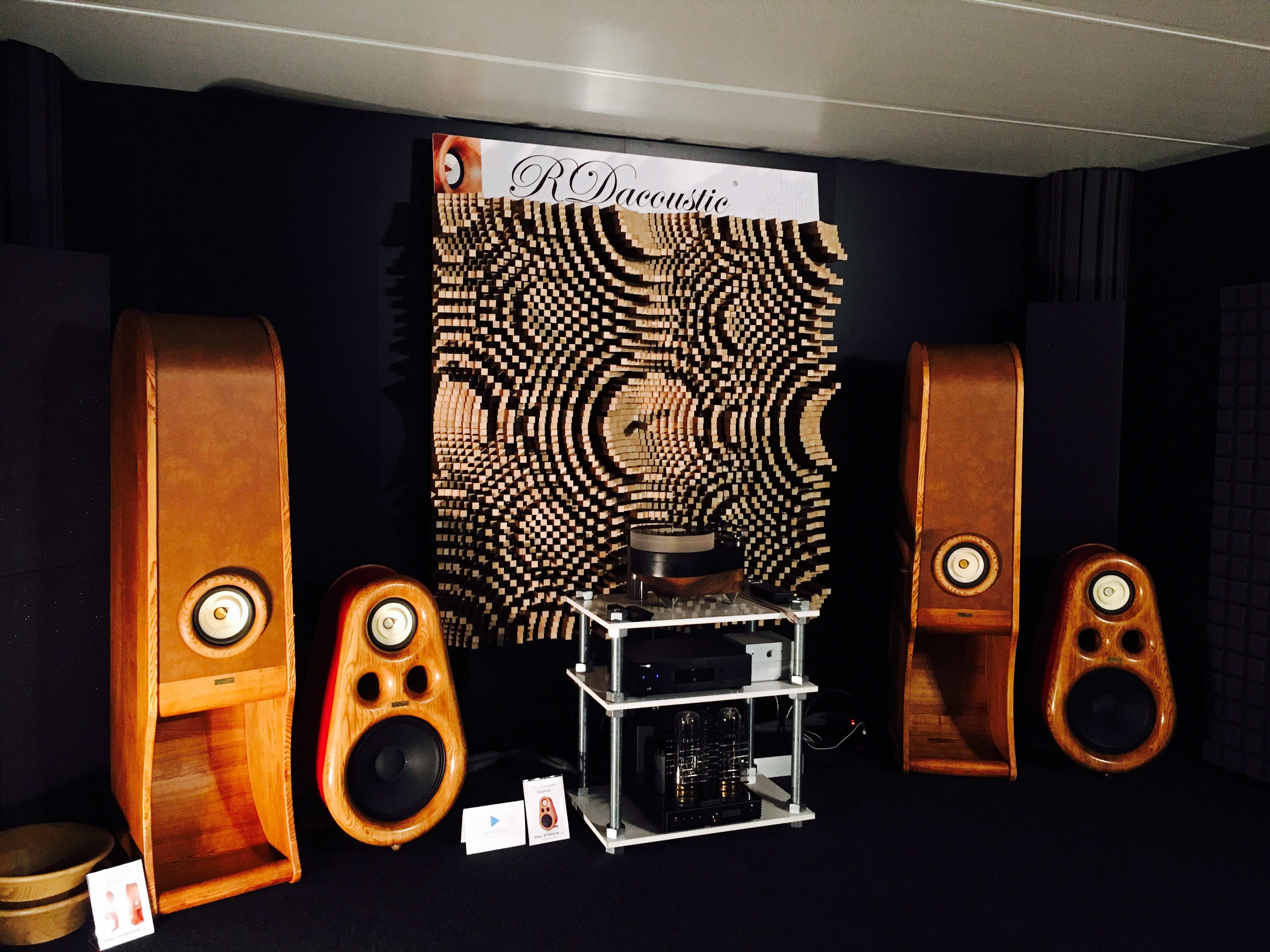 High End speakers Evolution and Euphoria. Pure HIFI stereo for audiophiles Home audio.