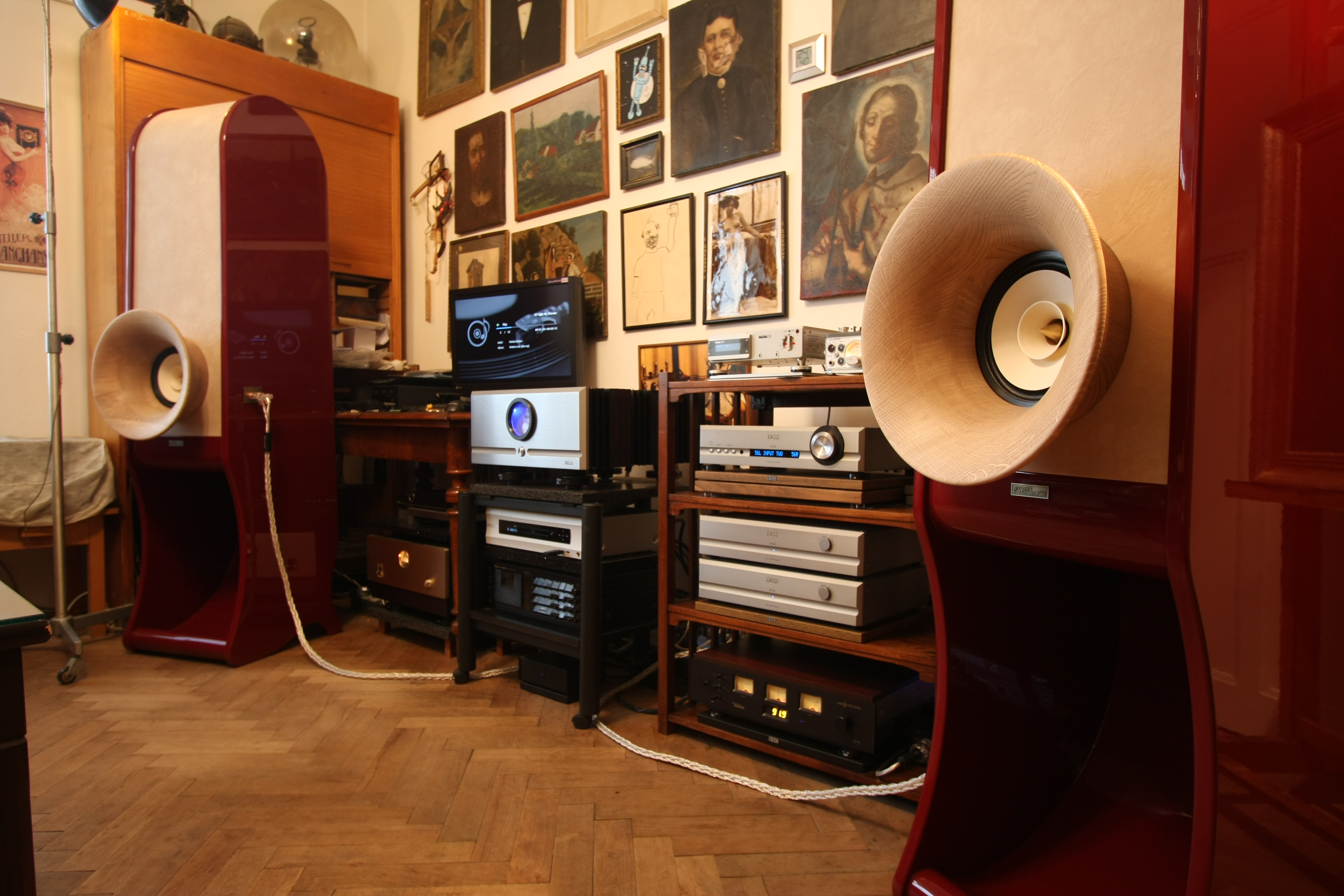 High End speakers Evolution. Pure HIFI stereo for audiophile Home audio.